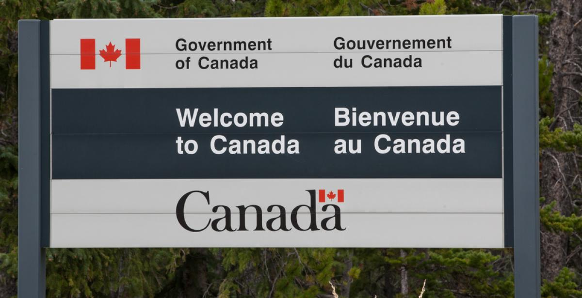 welcome to Canada sign board
